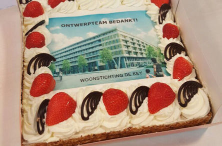 Pieters Amsterdam gets a cake from the client